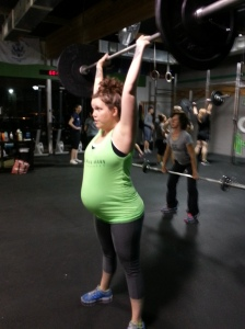 Leslie: 30+ weeks and lifting strong, while looking amazing!